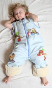 schlafsack mit beinen-Babies & Kids-Öko-Schlafoverall-Spielplatz-hellblau-Baumwollplüsch